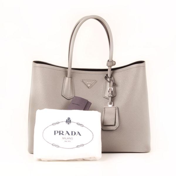 Imagen del dustbag del bolso prada saffiano gris