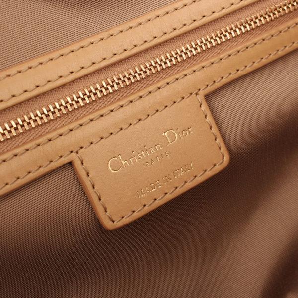 Imagen del interior del bolso dior panarea