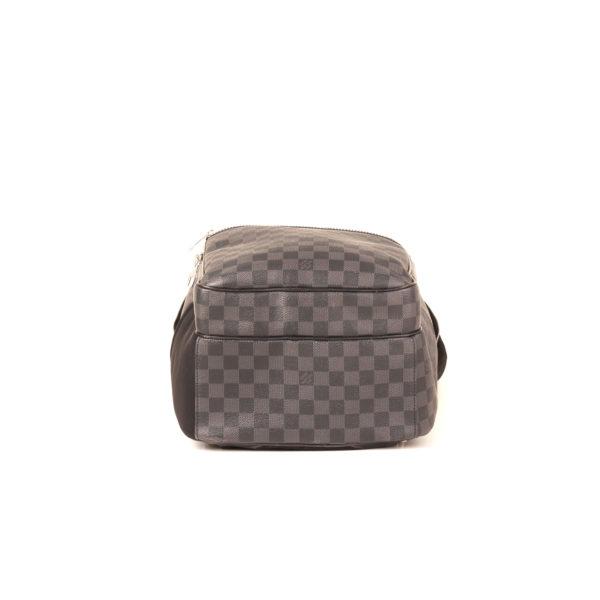 Imagen de la base de la mochila louis vuitton michael