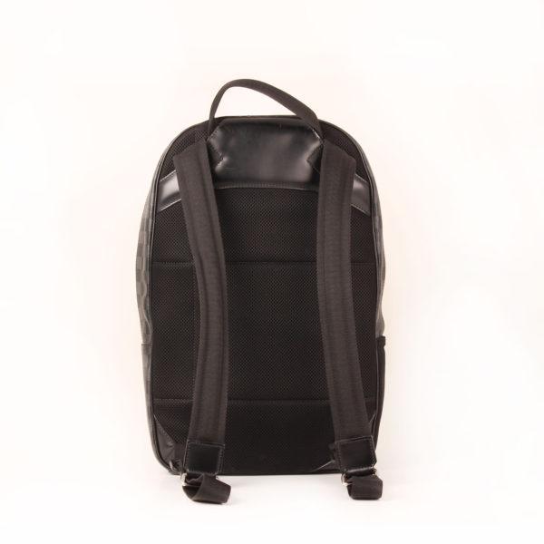 Imagen trasera de la mochila louis vuitton michael