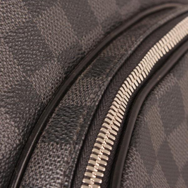 Imagen de detalle de la mochila louis vuitton michael