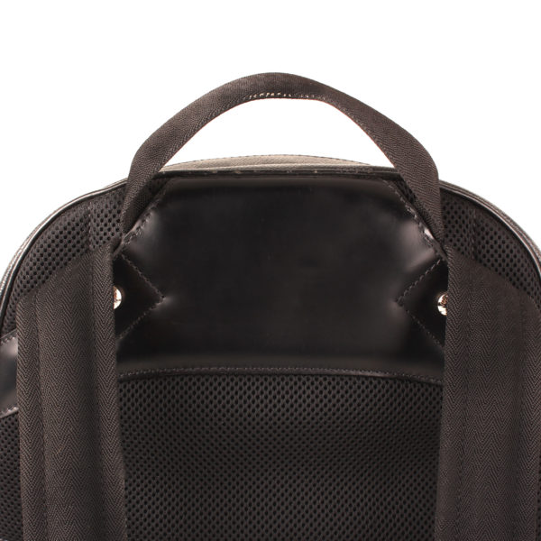 Imagen de detalle trasera de la mochila louis vuitton michael