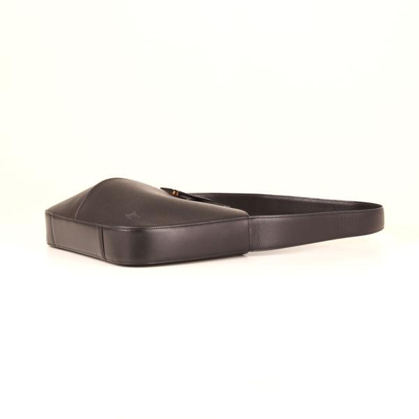 bolso-louis-vuitton-reverie-epi-negro-lado-1