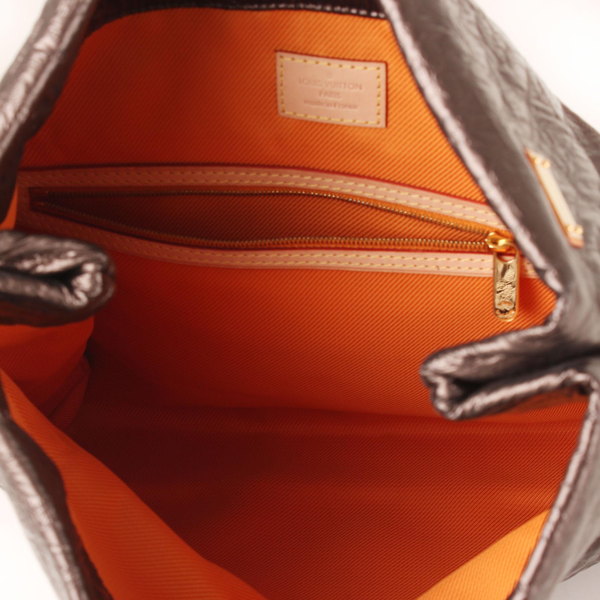 11a35d2d5f0d clutch-louis-vuitton-limelight-gm-negro-metalizado-forro naranja