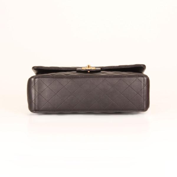 Imagen de la base del bolso chanel double flap timeless maxi en piel de cordera negra