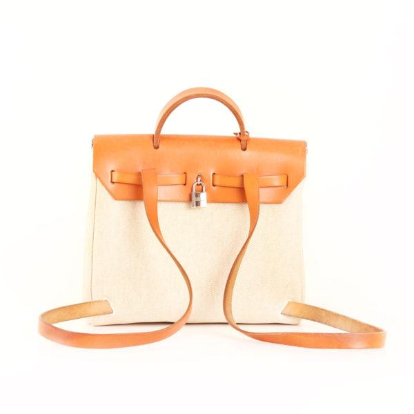 Imagen trasera del bolso hermes herbag backpack