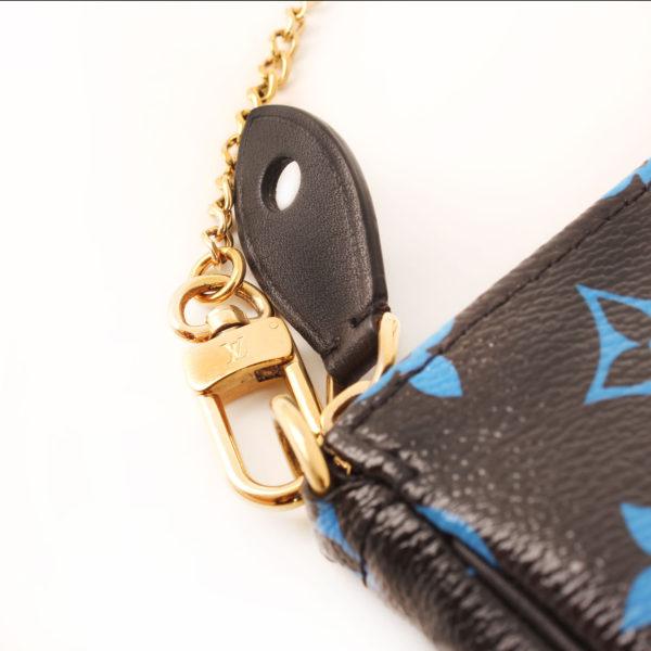 louis-vuitton-pochette-mini-accessoires-monogram-azul-negro-cadena