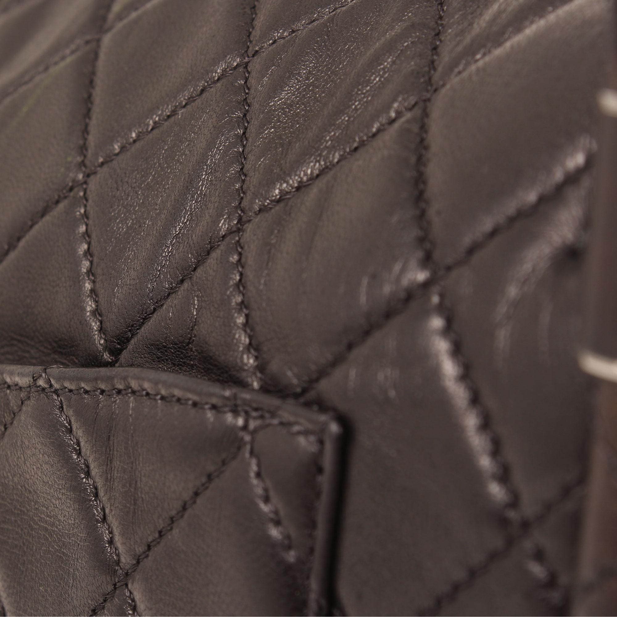 bag-chanel-hula-hoop-black-leather-detail