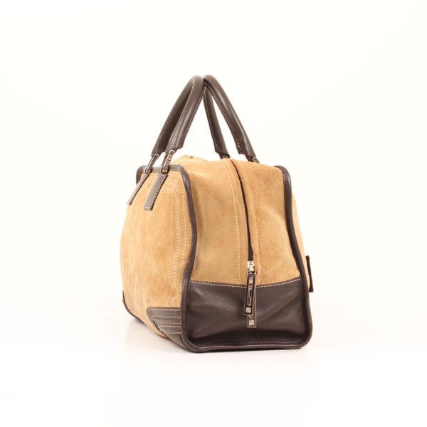 Imagen del lateral 2 del bolso de mano loewe amazona 36 en suede beige y piel marron