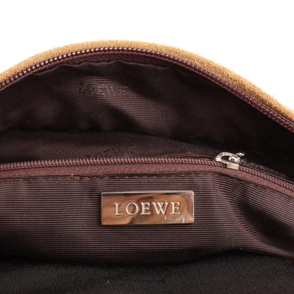 Imagen de la marca del bolso de mano loewe amazona 36 en suede beige y piel marron