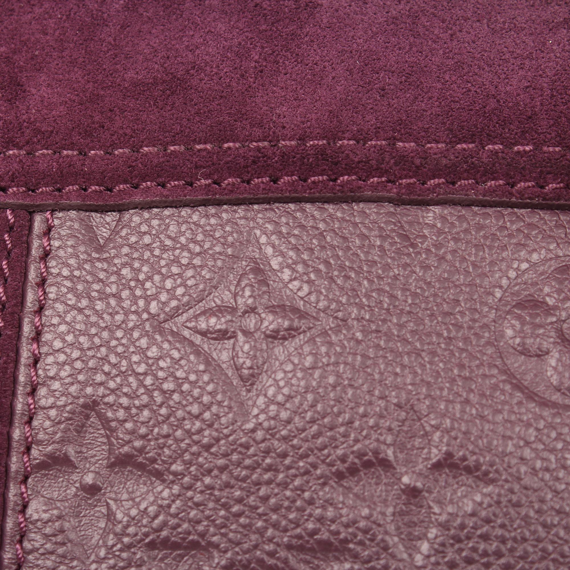 Detail image of bolso louis vuitton audacieuse embossed monogram suede plum