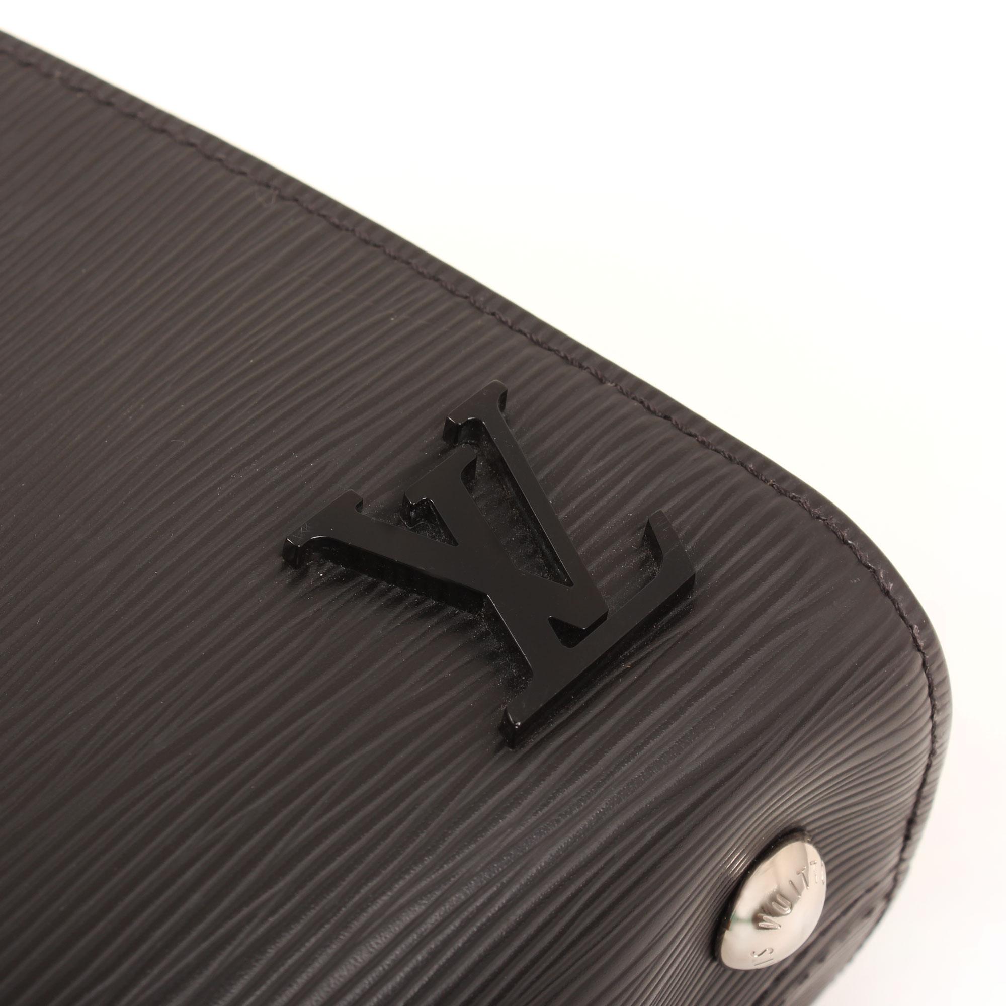 Imagen del logo del bolso louis vuitton clooney bb negro