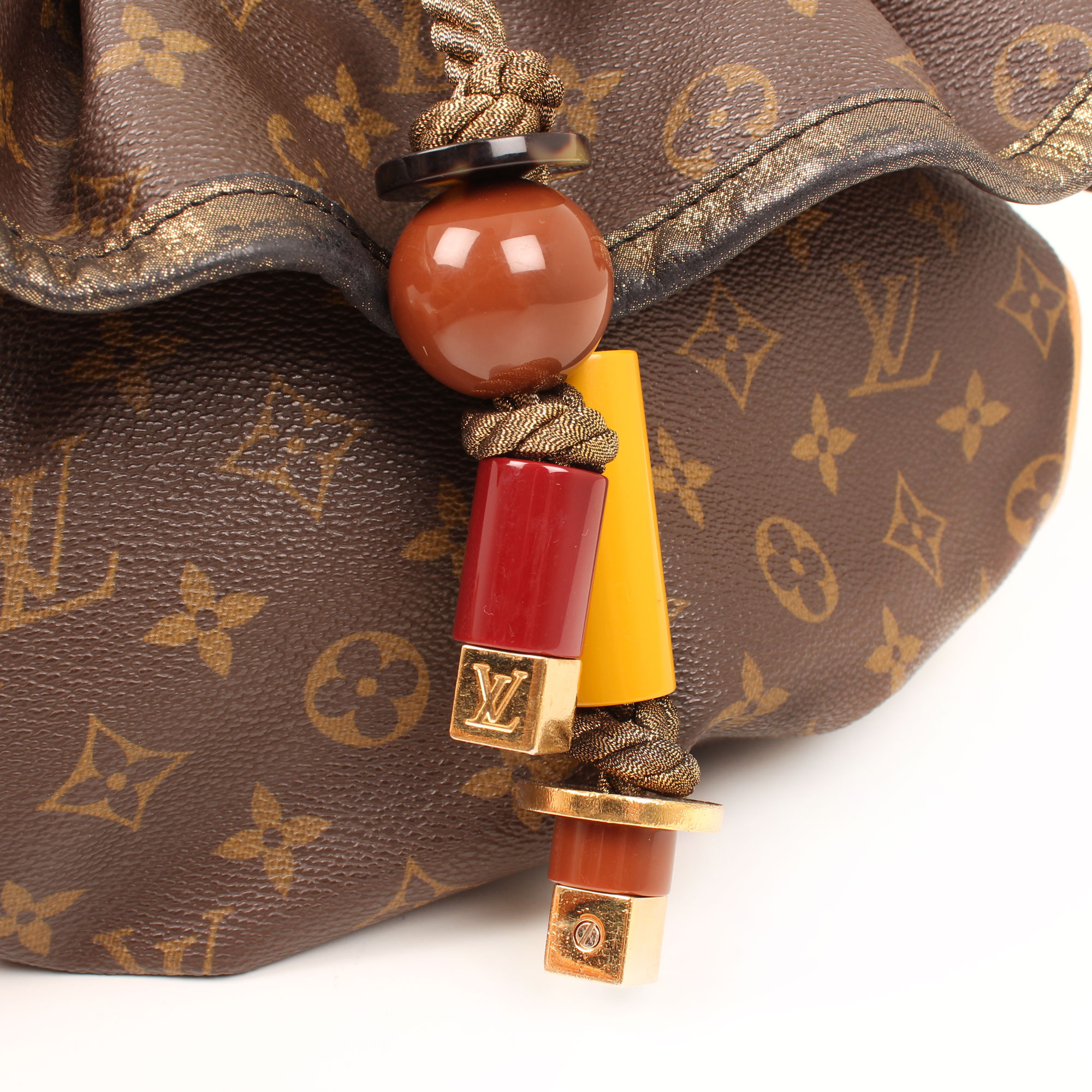 Imagen de los charms del bolso louis vuitton kalahari pm