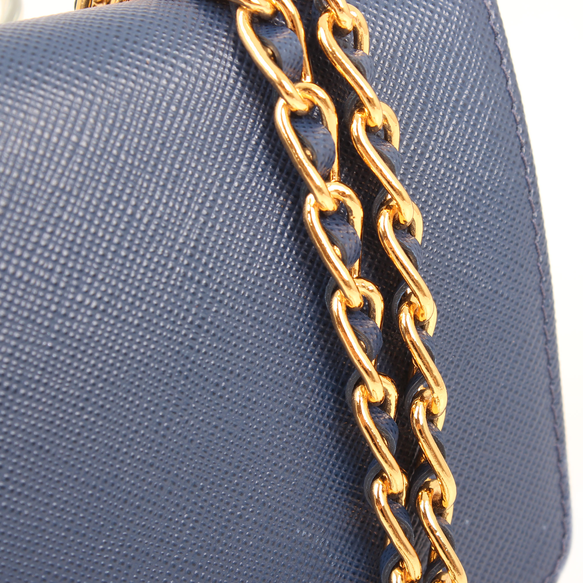 bolso-prada-wallet-on-chain-saffiano-metal-bluette-azul-cadena