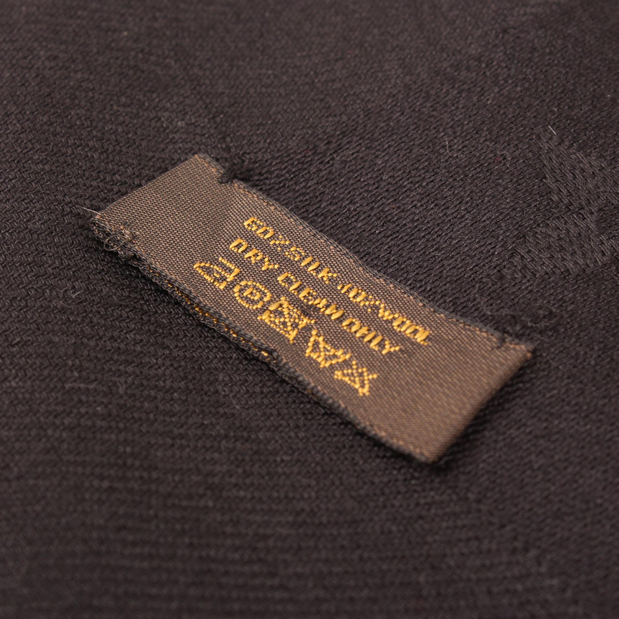 chal-louis-vuitton-monogram-negro-etiqueta