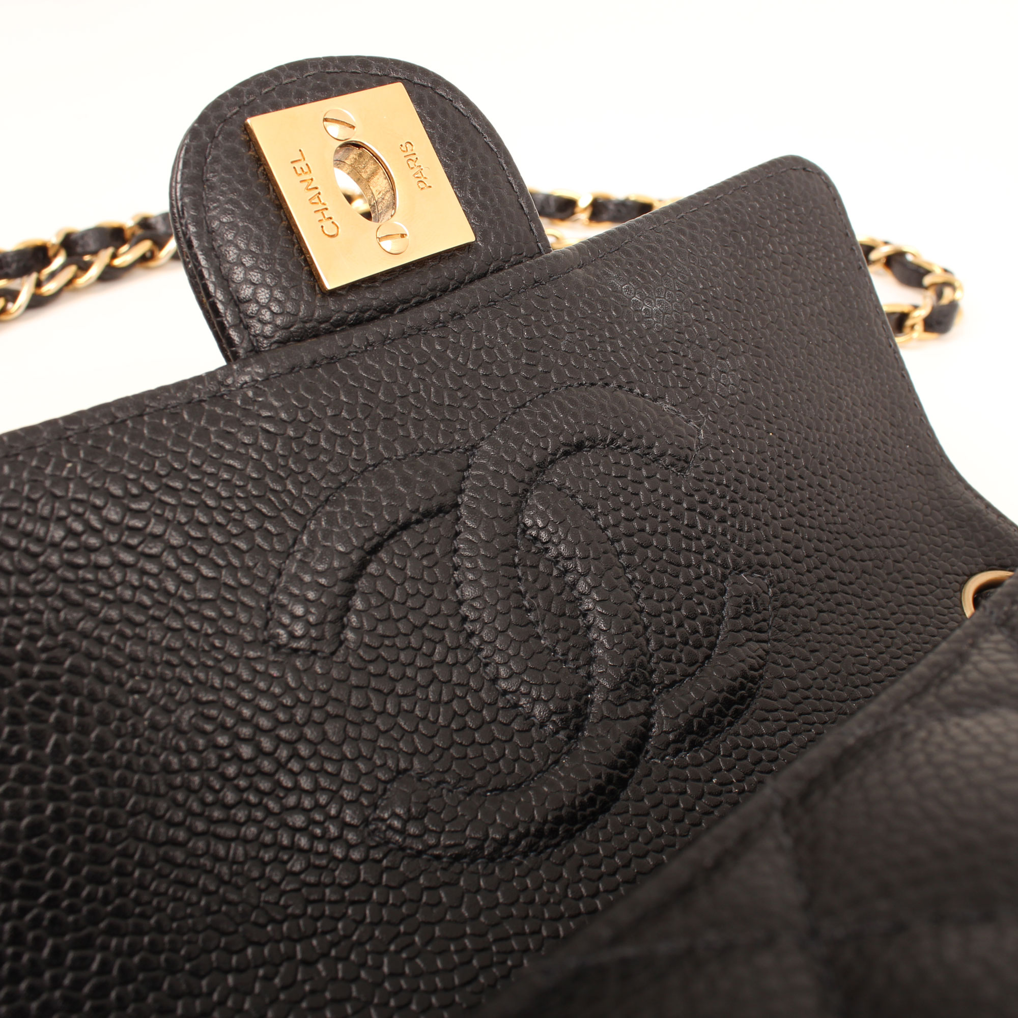 bolso-chanel-mini-caviar-negro-single-flap-logo