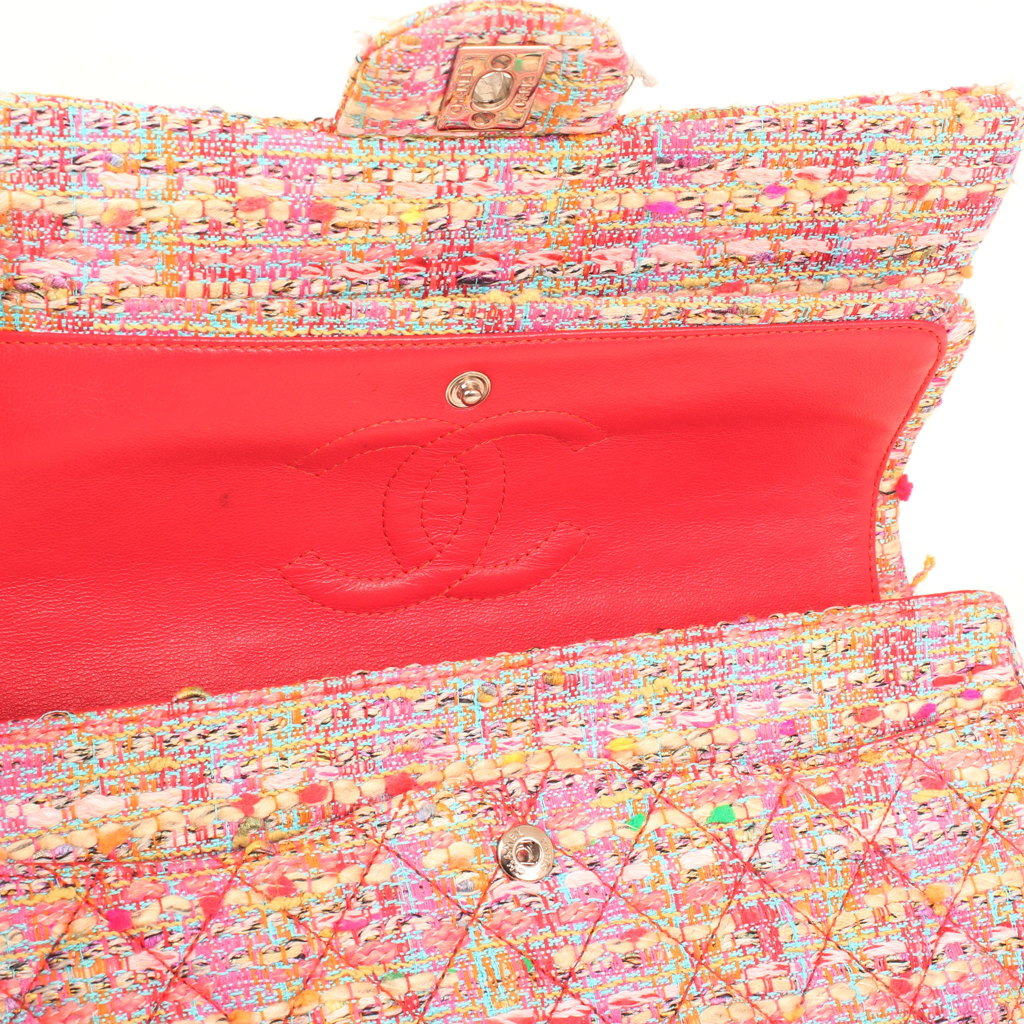 Imagen del logo de la solapa del bolso chanel timeless double flap en tweed rosa multicolor fluor