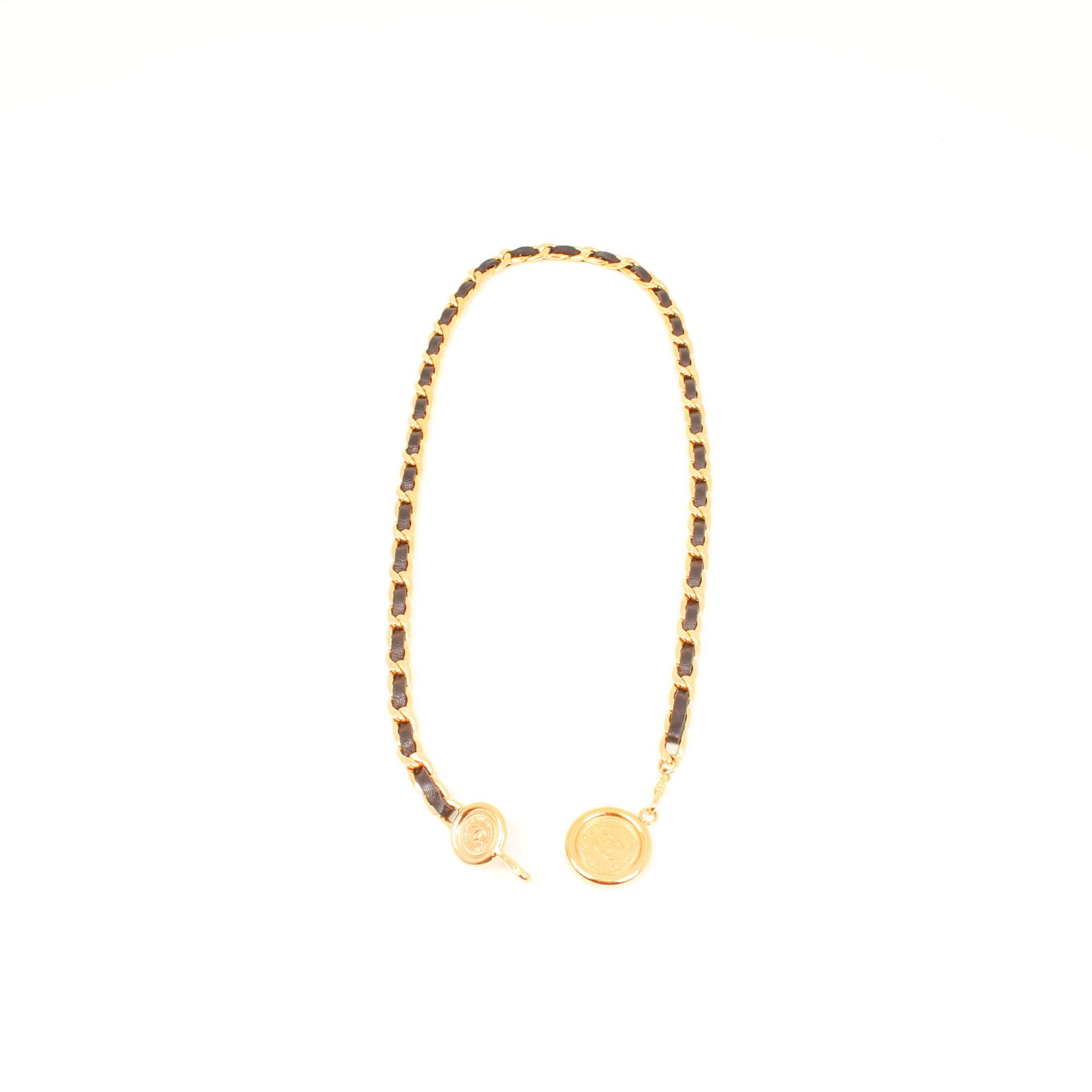 cinturon-chanel-cadena-dorada-cuero-negro-general