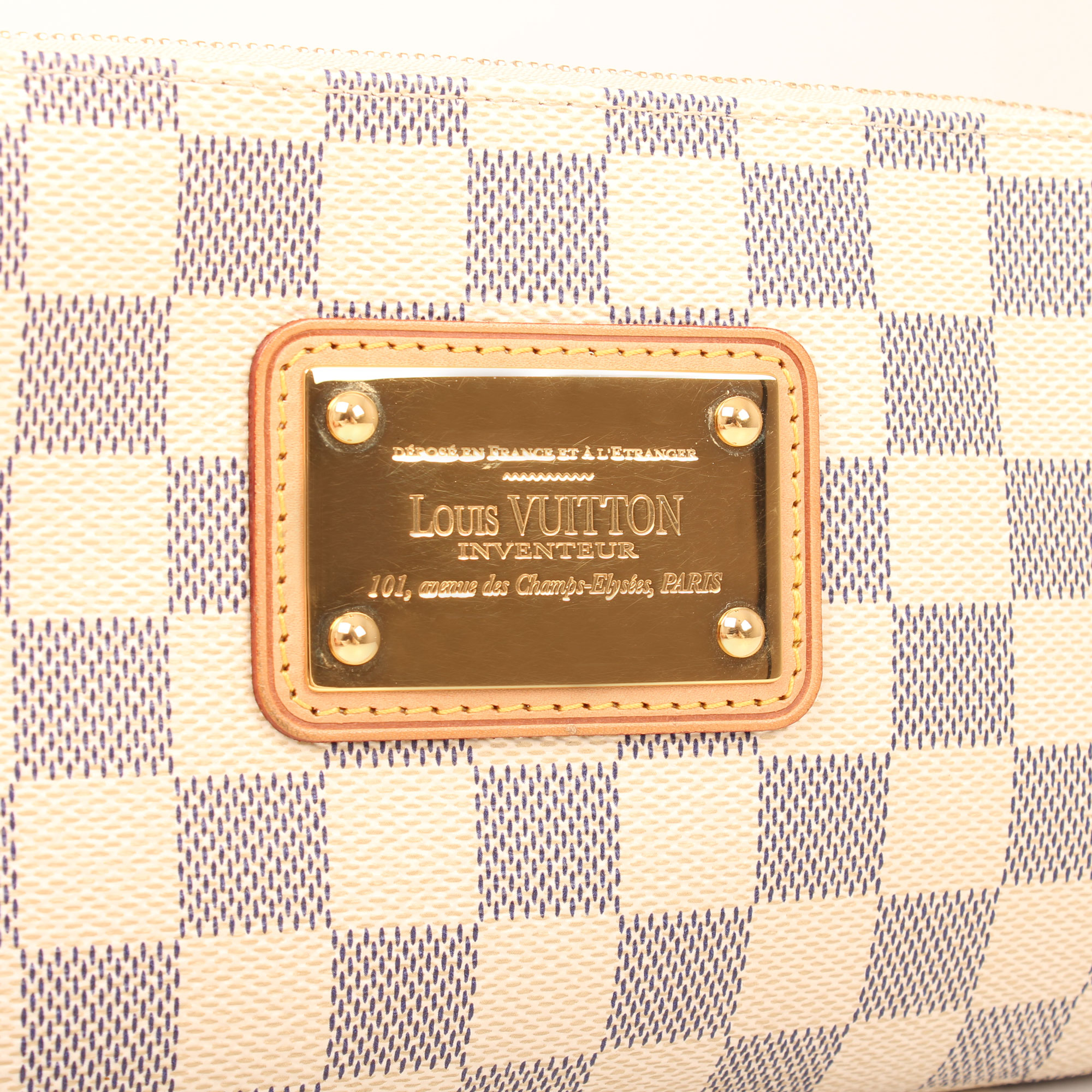 pochette-louis-vuitton-eva-damier-azur-badge