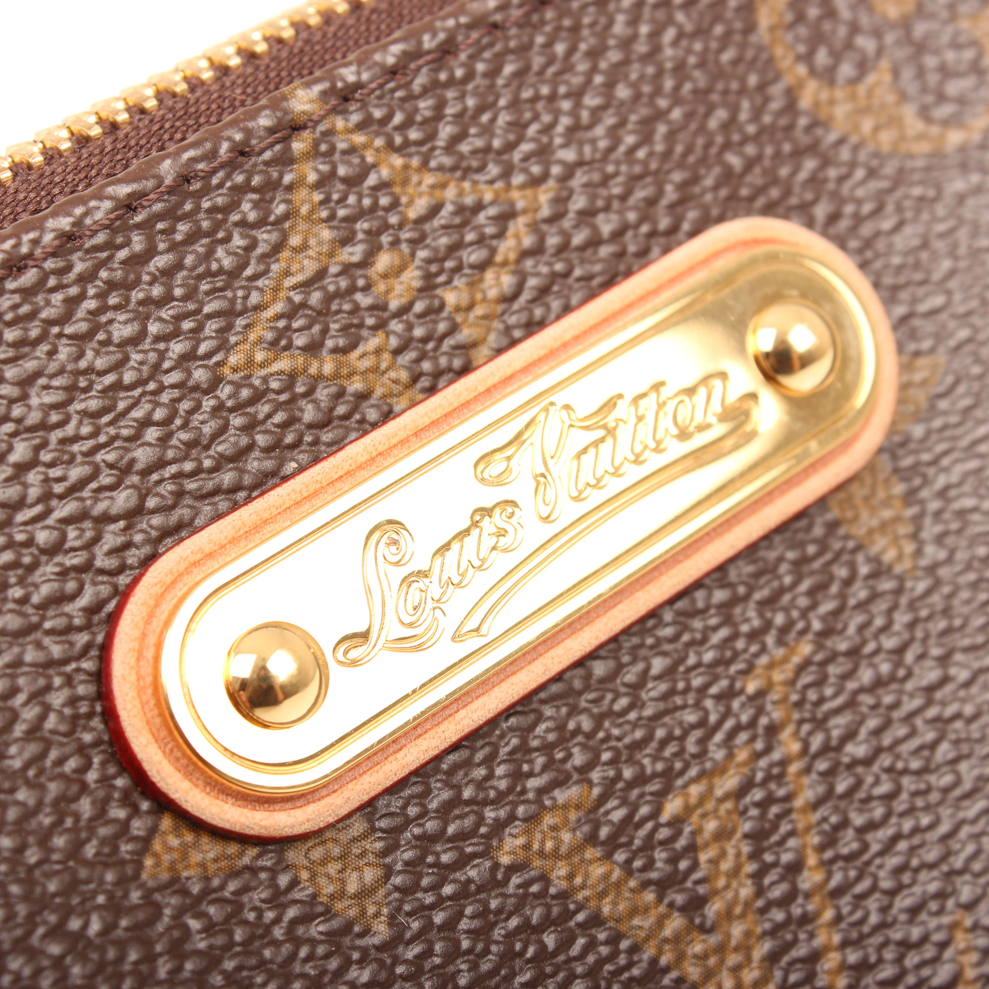 pochette-louis-vuitton-eva-monogram-badge