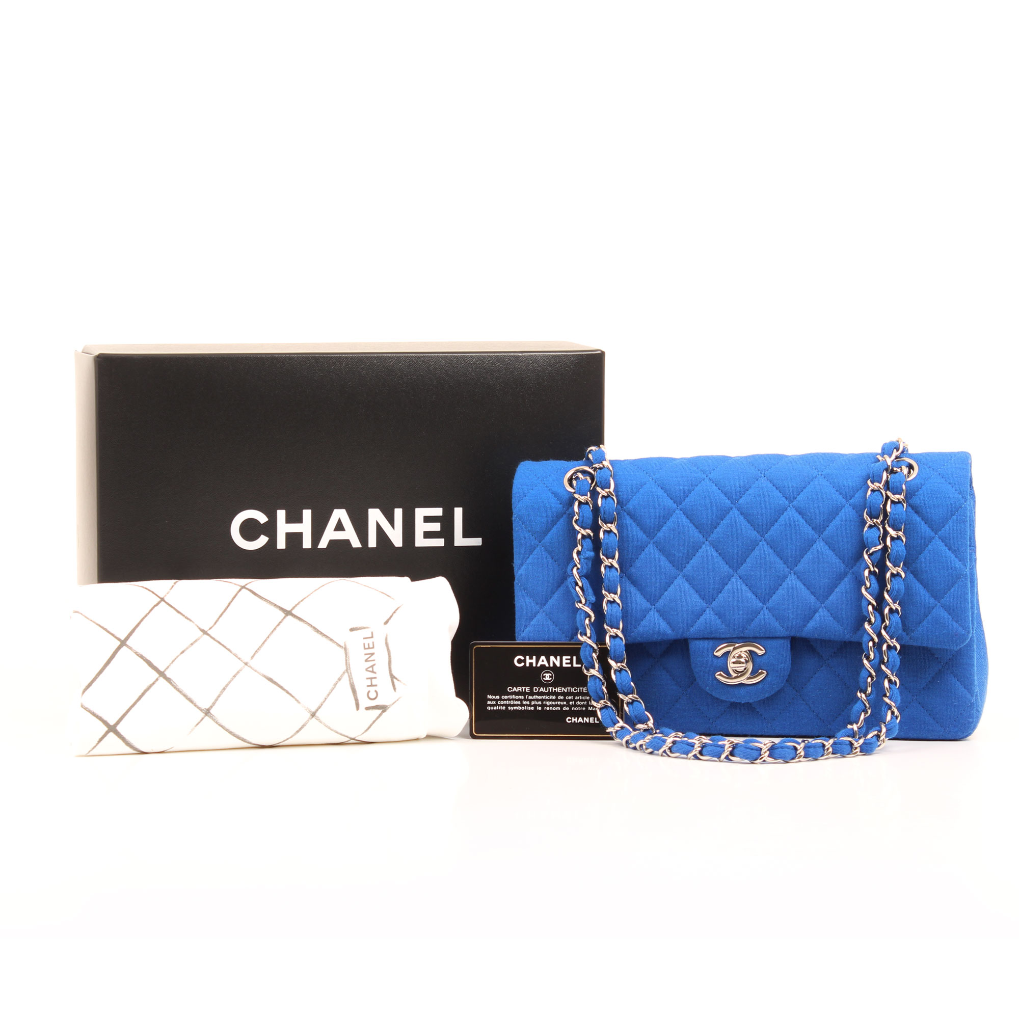 0d0b2787b7fe ... quilted timeless double flap bag. Imagen de los extras del bolso chanel  classic flap jersey azul