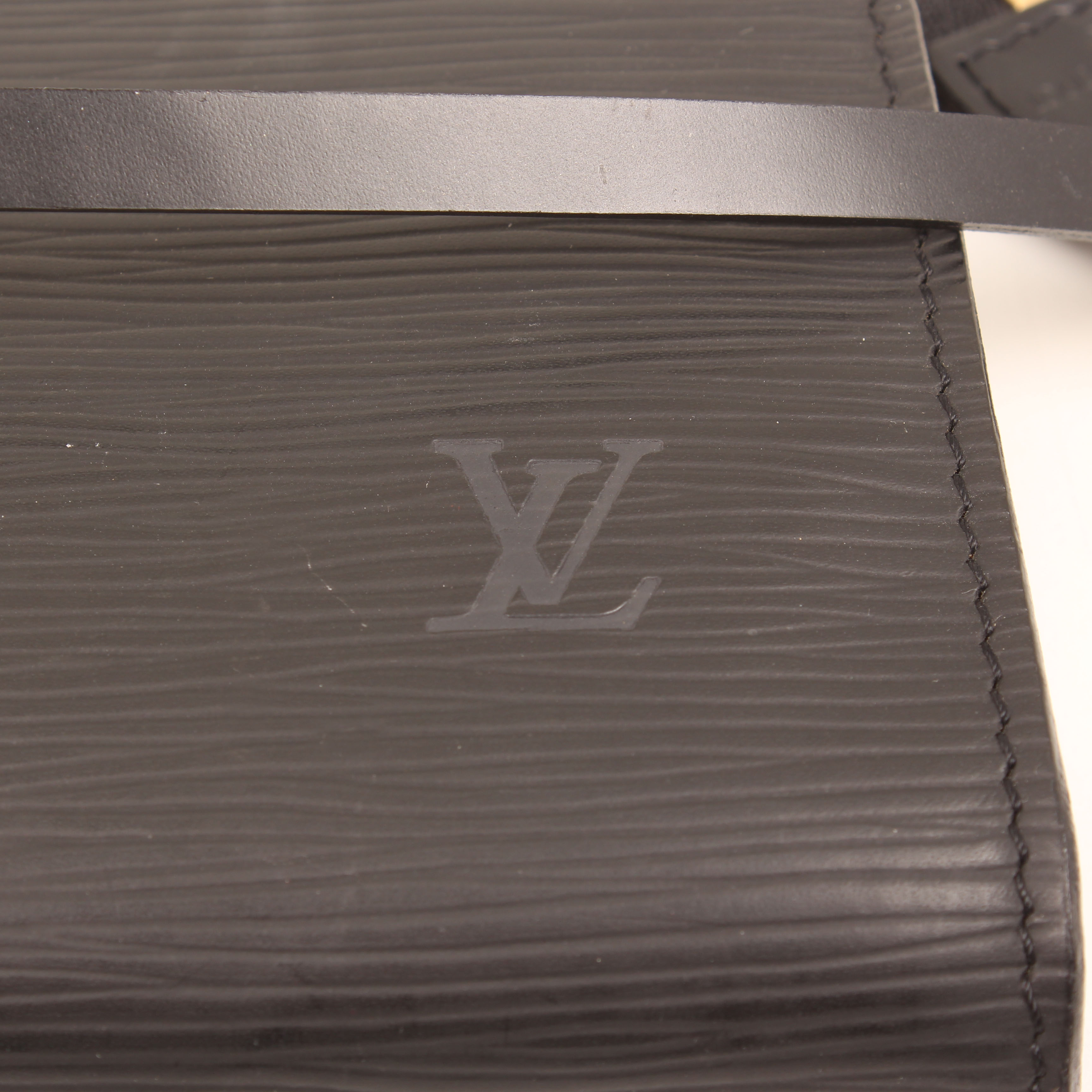 louis vuitton pochette vintage epi negro sello LV
