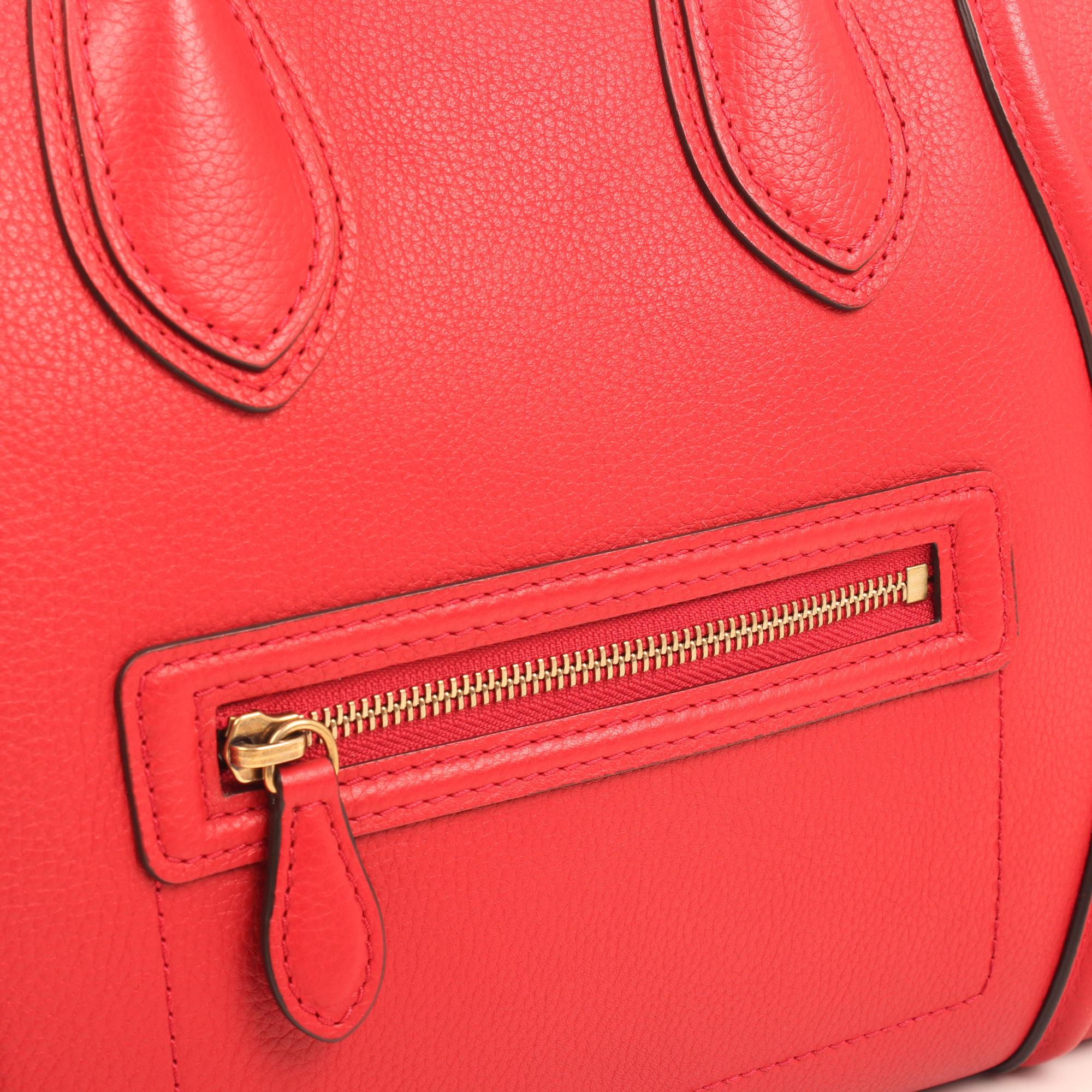 Imagen de detalle del bolso celine mini lugagge tote coquelicot
