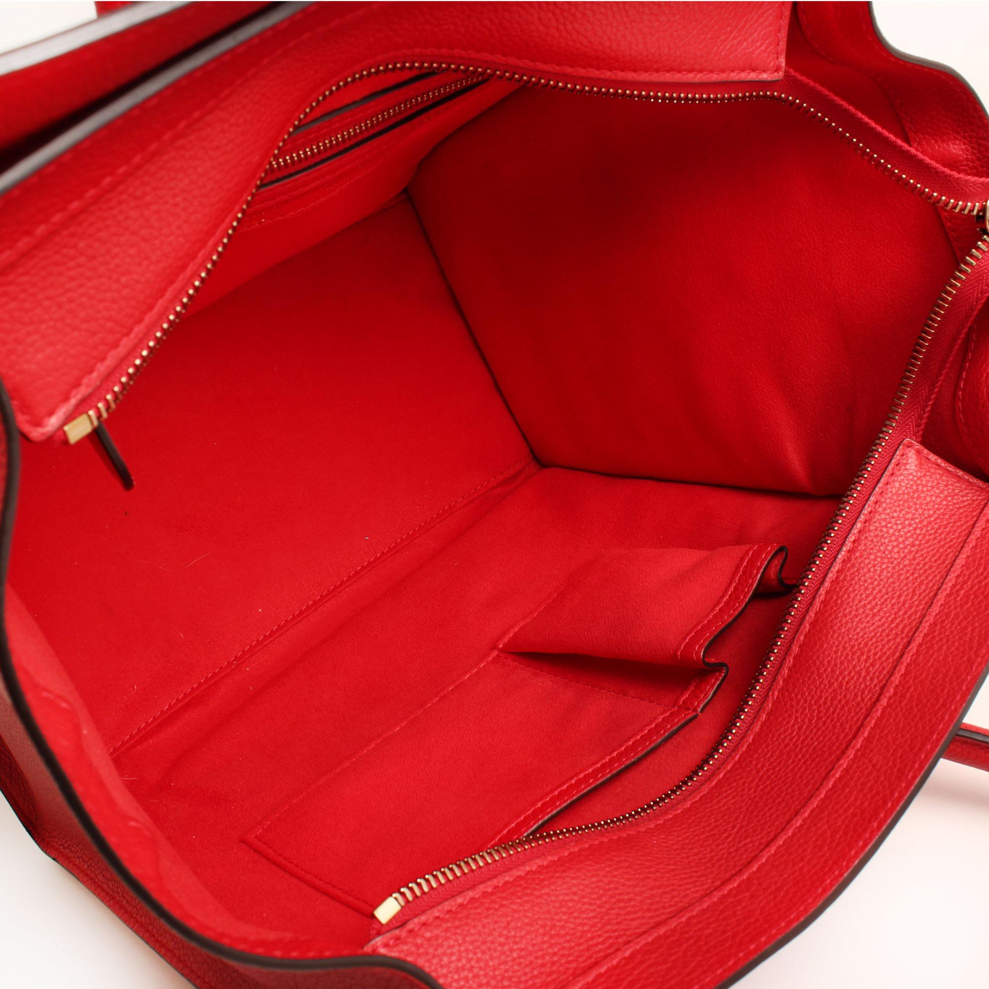 Imagen del interior del bolso celine mini lugagge coquelicot