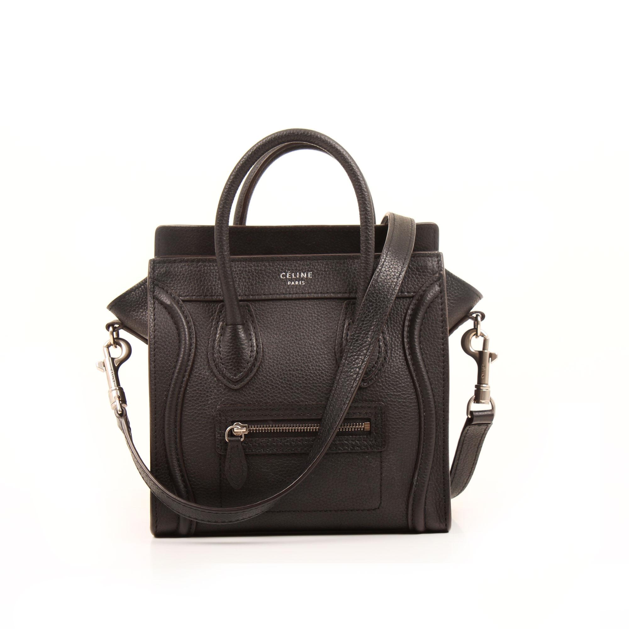 Imagen frontal con bandolera del bolso celine nano luggage negro piel becerro