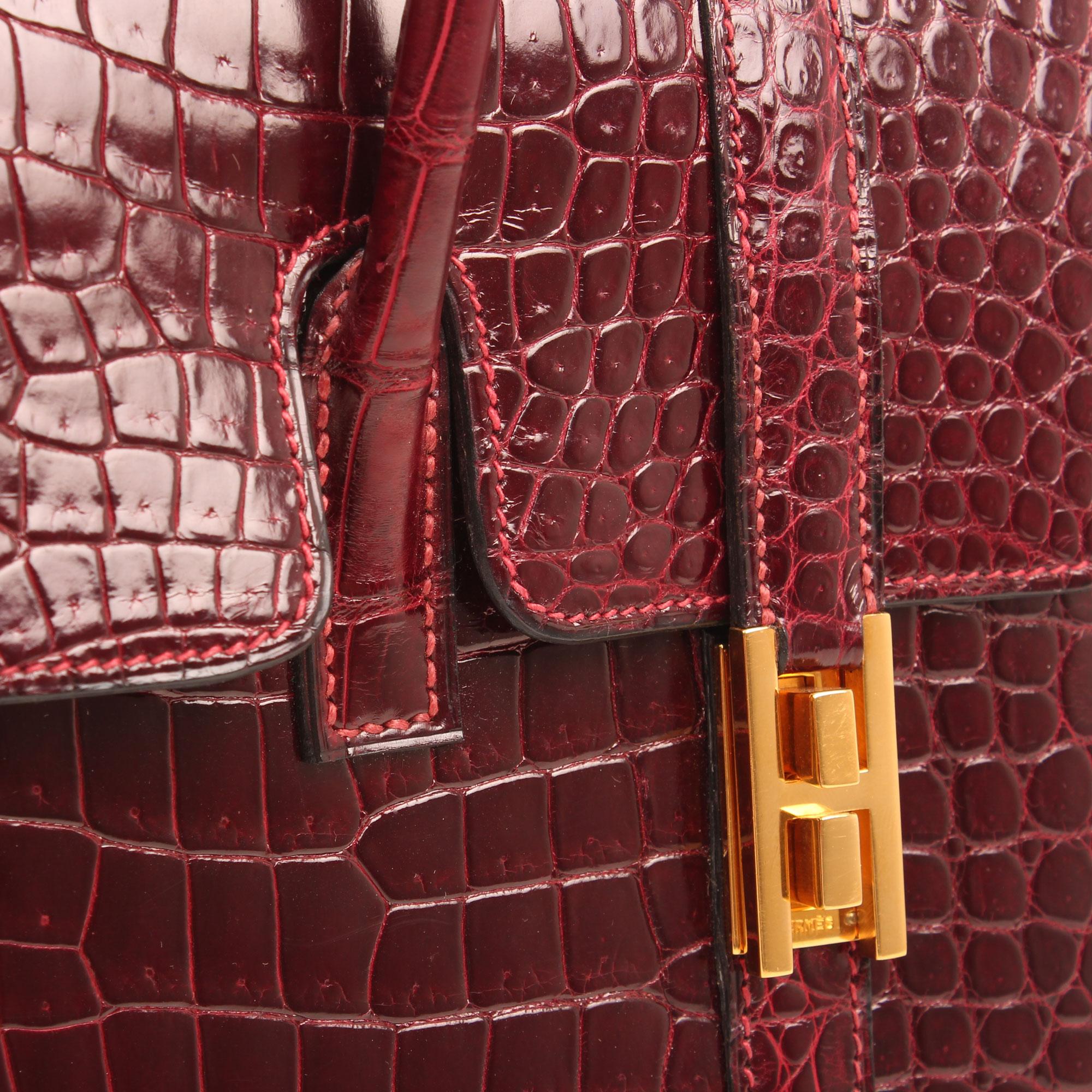 Imagen del cierre del bolso hermes drag vintage cocodrilo poroso color frambuesa