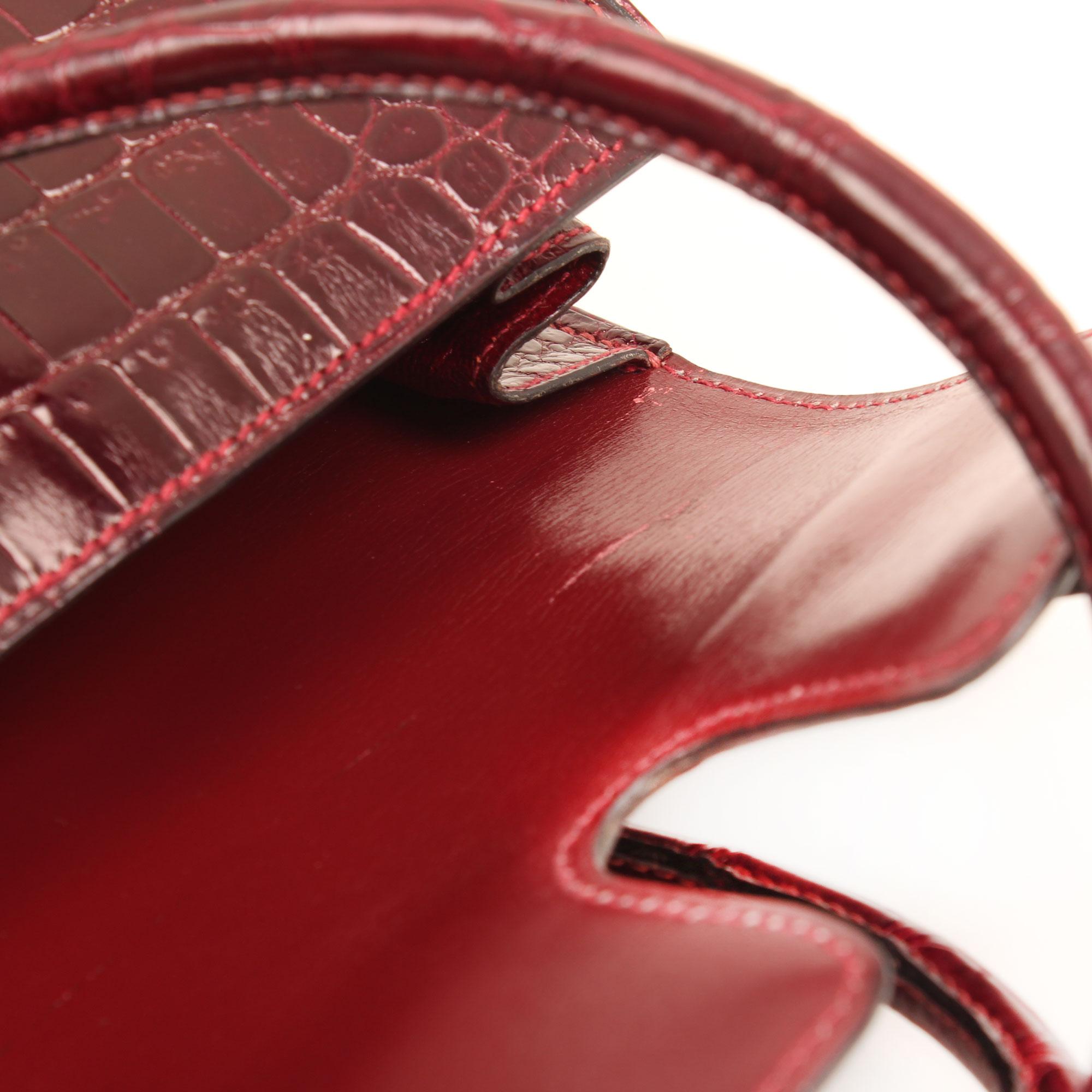 Imagen del defecto del bolso hermes drag vintage cocodrilo poroso color frambuesa