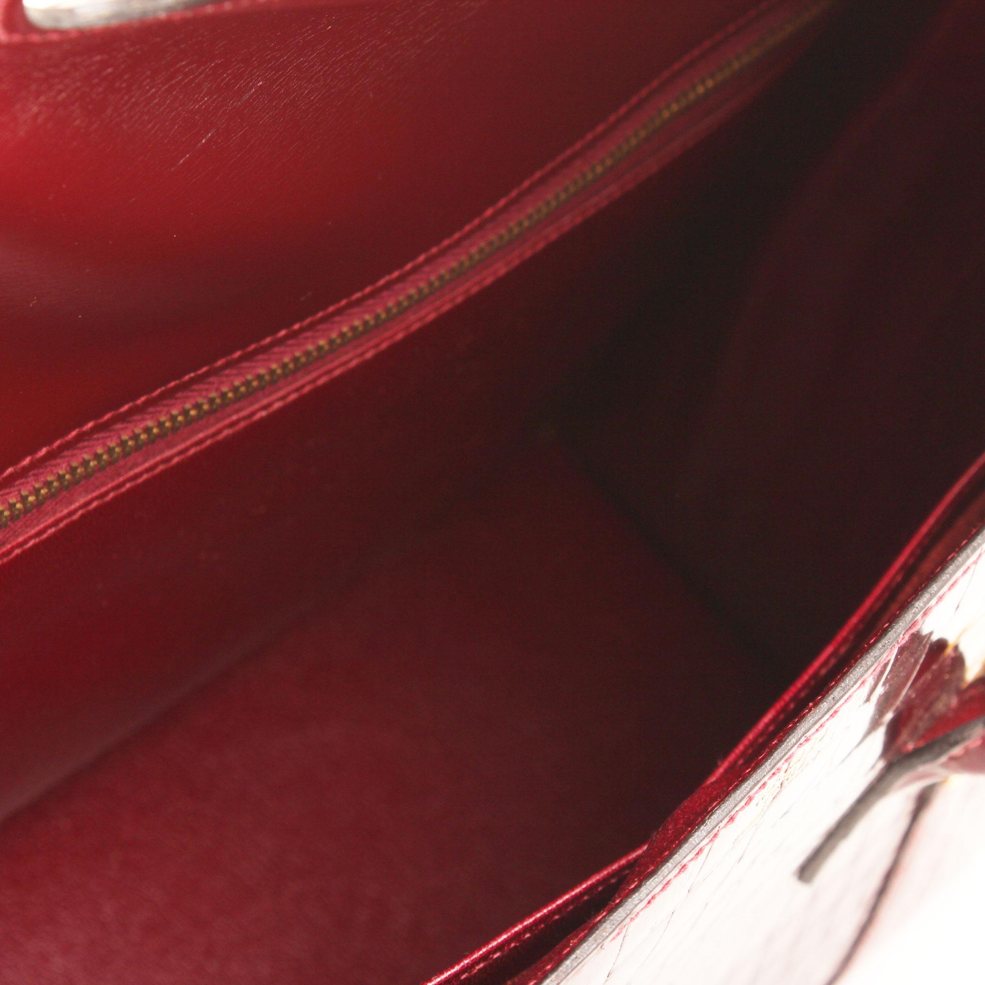 Imagen del interior del bolso hermes drag vintage cocodrilo poroso color frambuesa