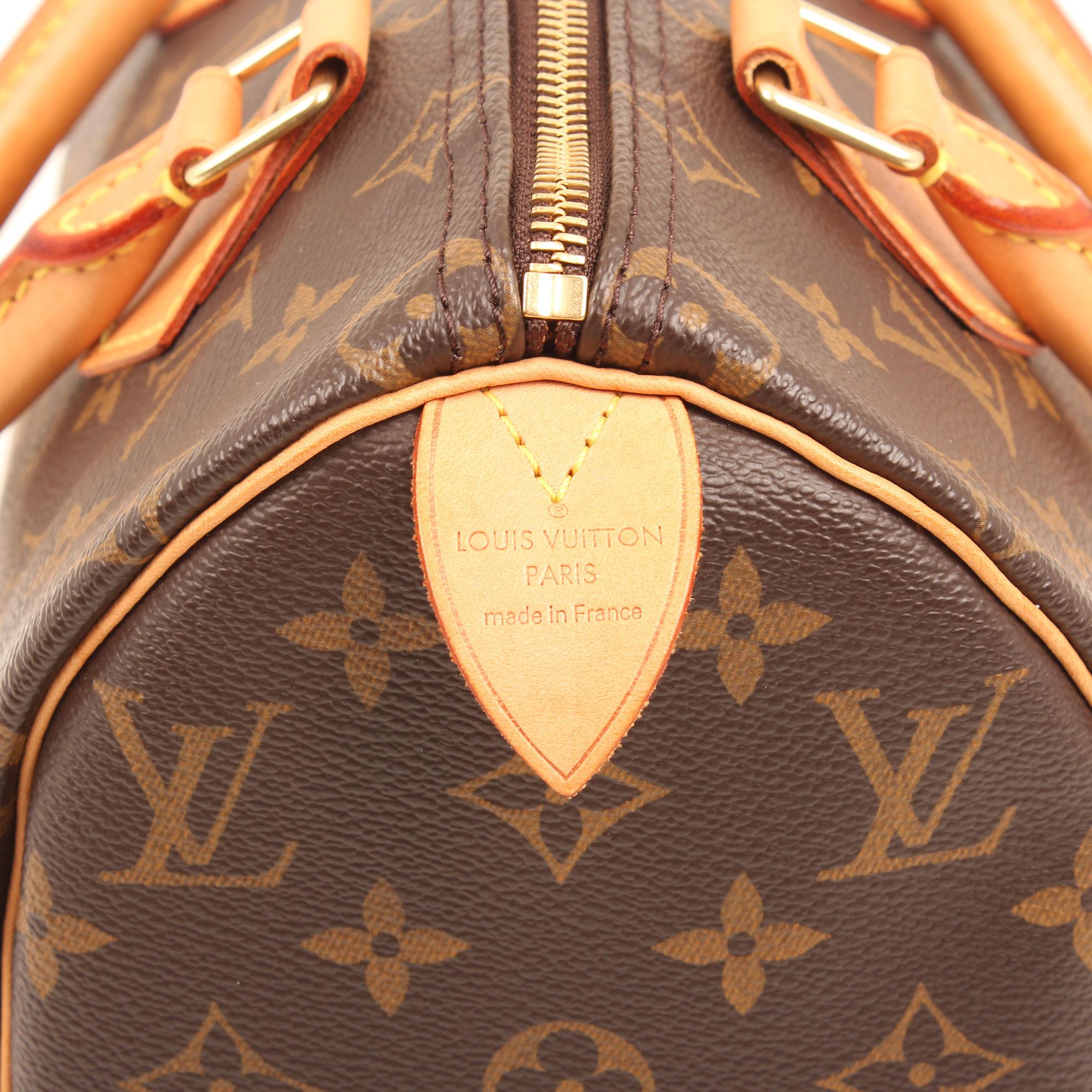 Imagen del detalle de la piel del bolso louis vuitton speedy 25 monogram