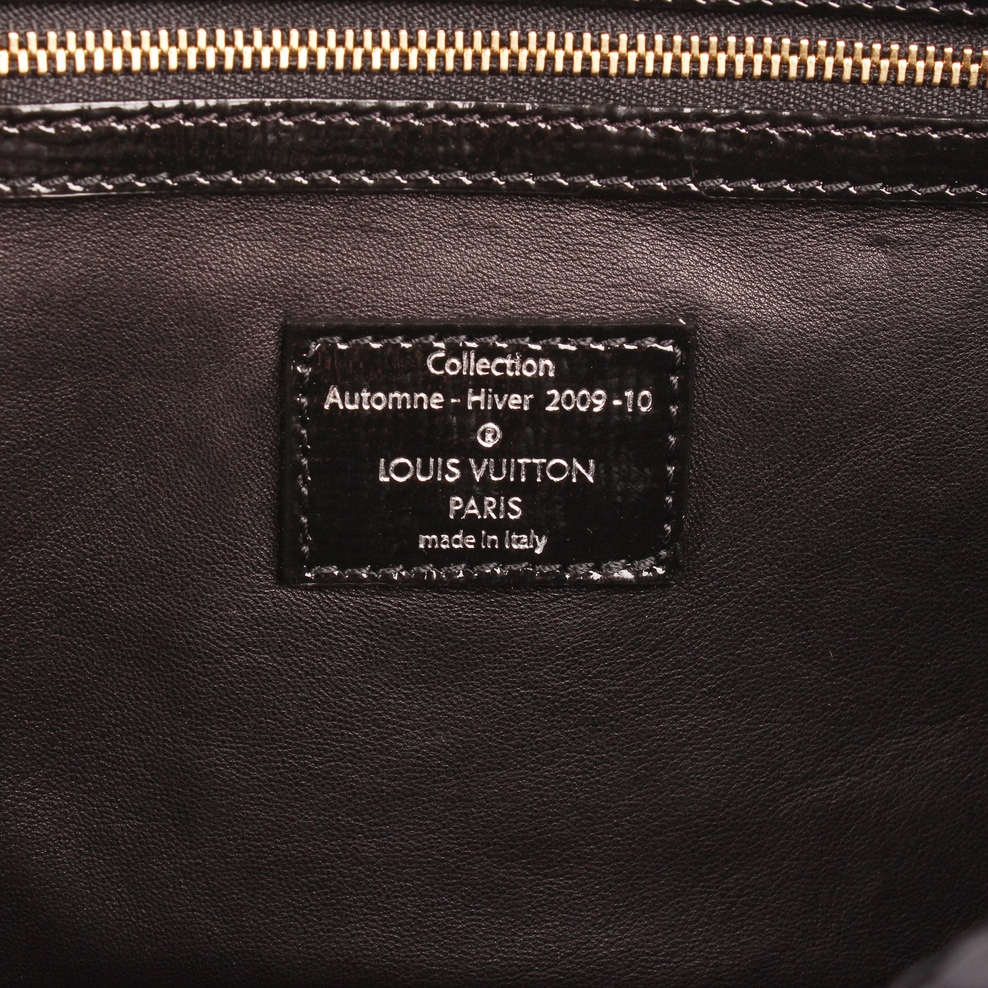 Imagen de la etiqueta interior del louis vuitton coquette clutch embossed monogram azul marino tela piel