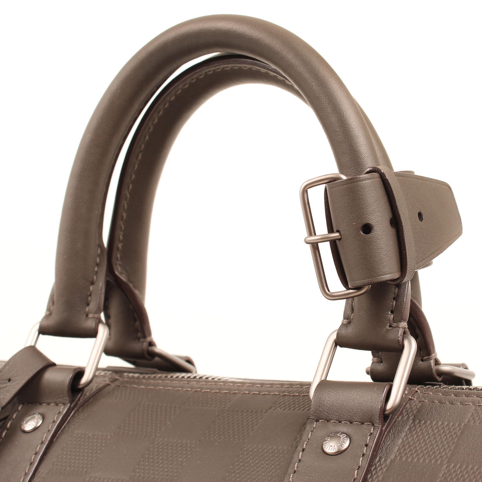Imagen de las asas de la bolsa louis vuitton keepall 45 damier infini detalle general detalle