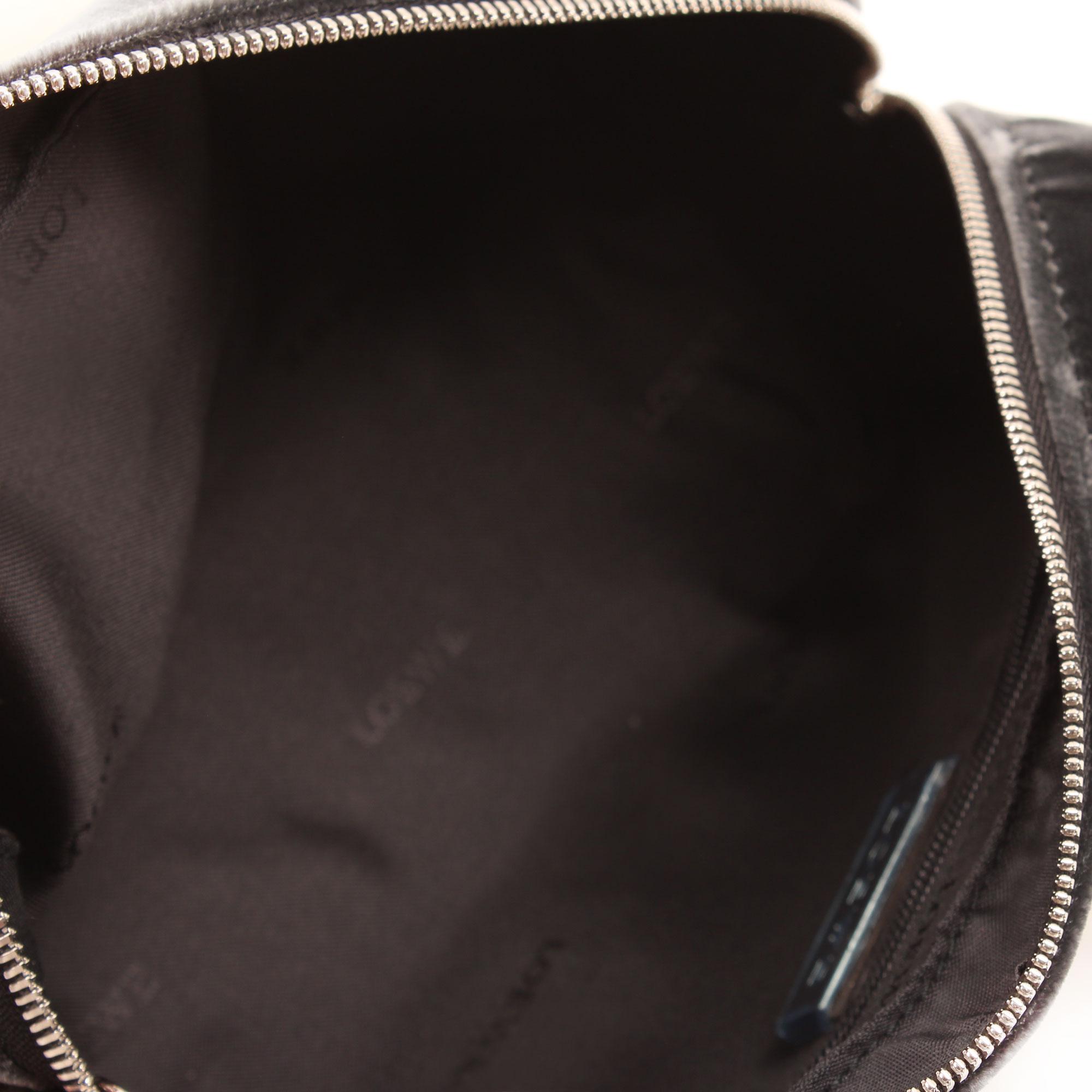 Imagen del interior del bolso loewe amazona bb negro terciopelo