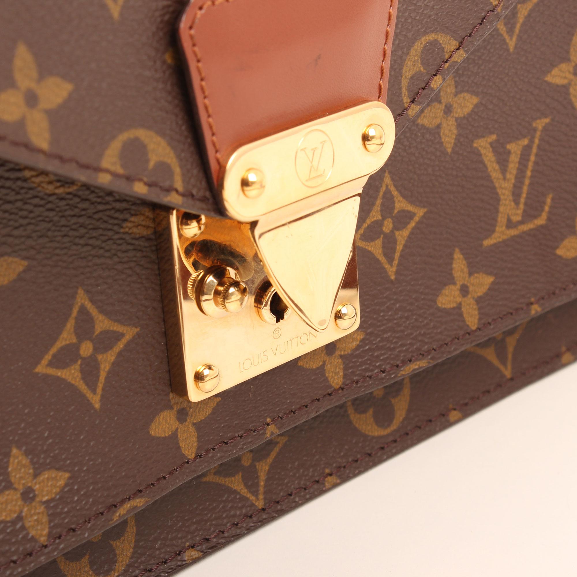 Imagen del cierre del bolso bandolera louis vuitton monceau 28 monogram