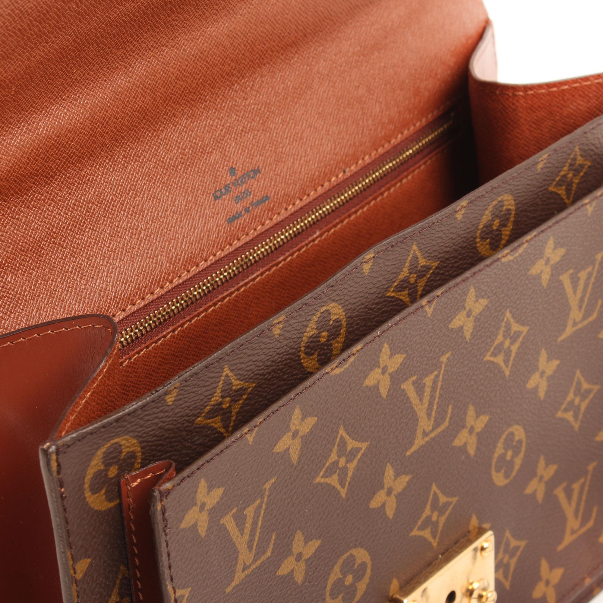 Imagen del interior y de la firma del bolso bandolera louis vuitton monceau 28 monogram