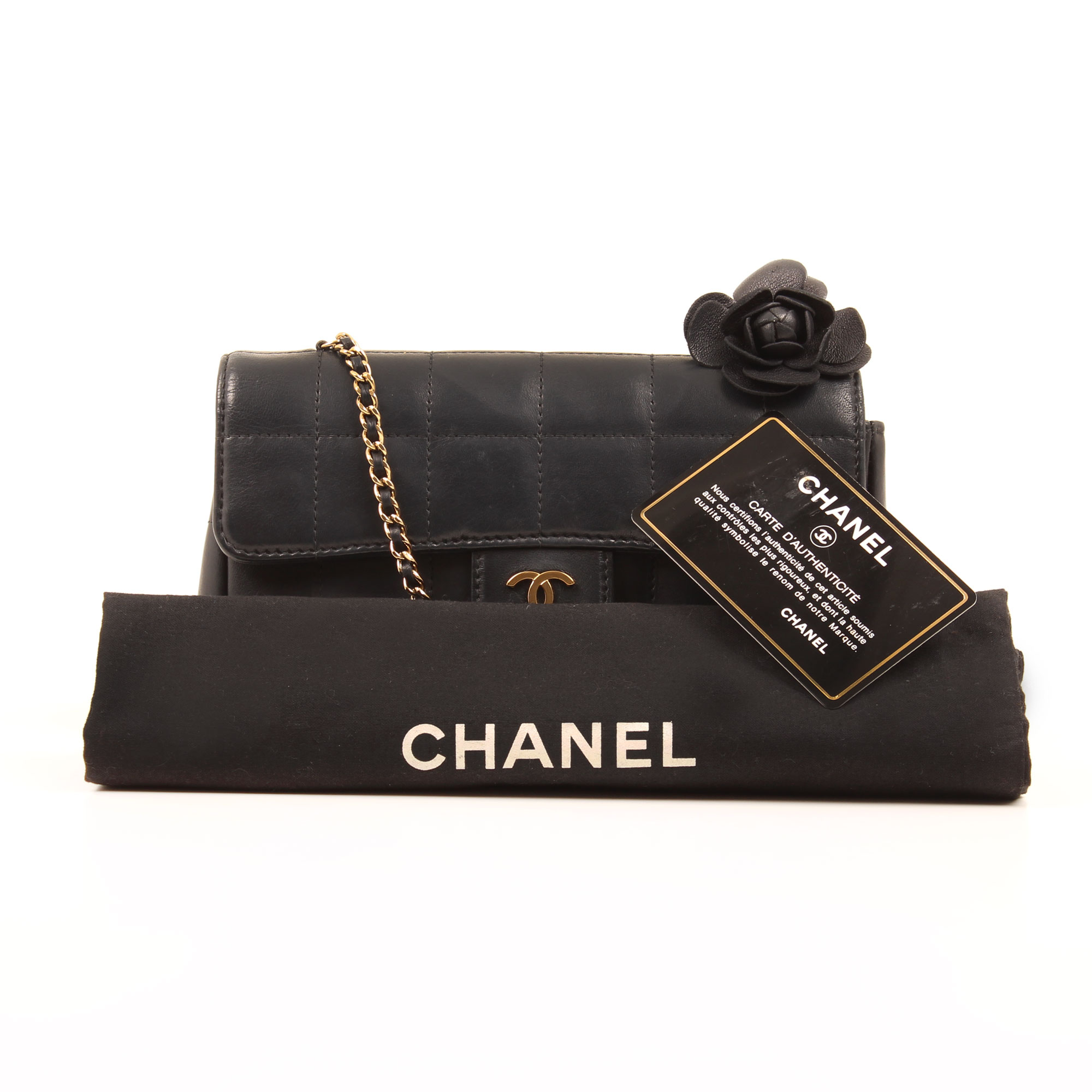 Imagen de los extras del bolso chanel mini crossbody chocolate bar navy blue camelia