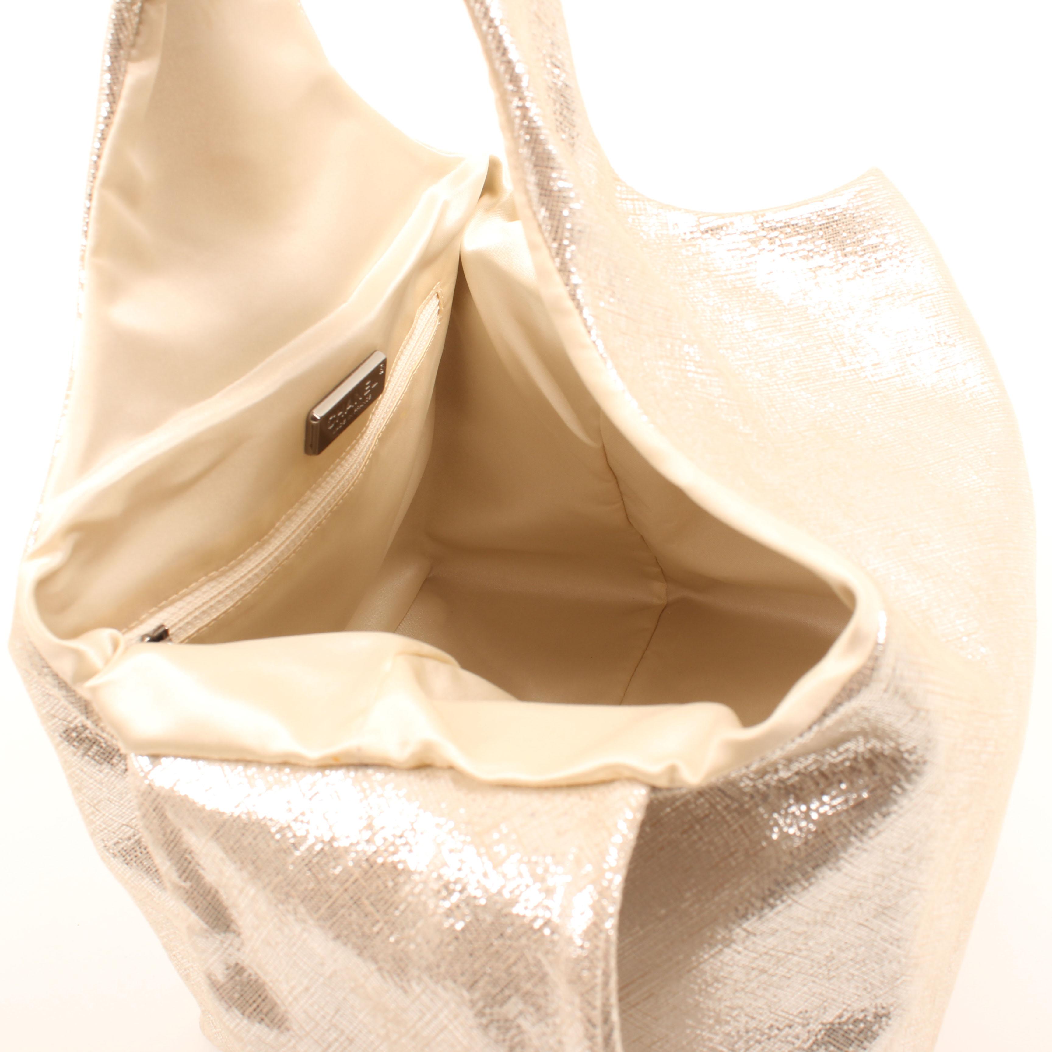 bolso hobo chanel lame metallic dorado interior