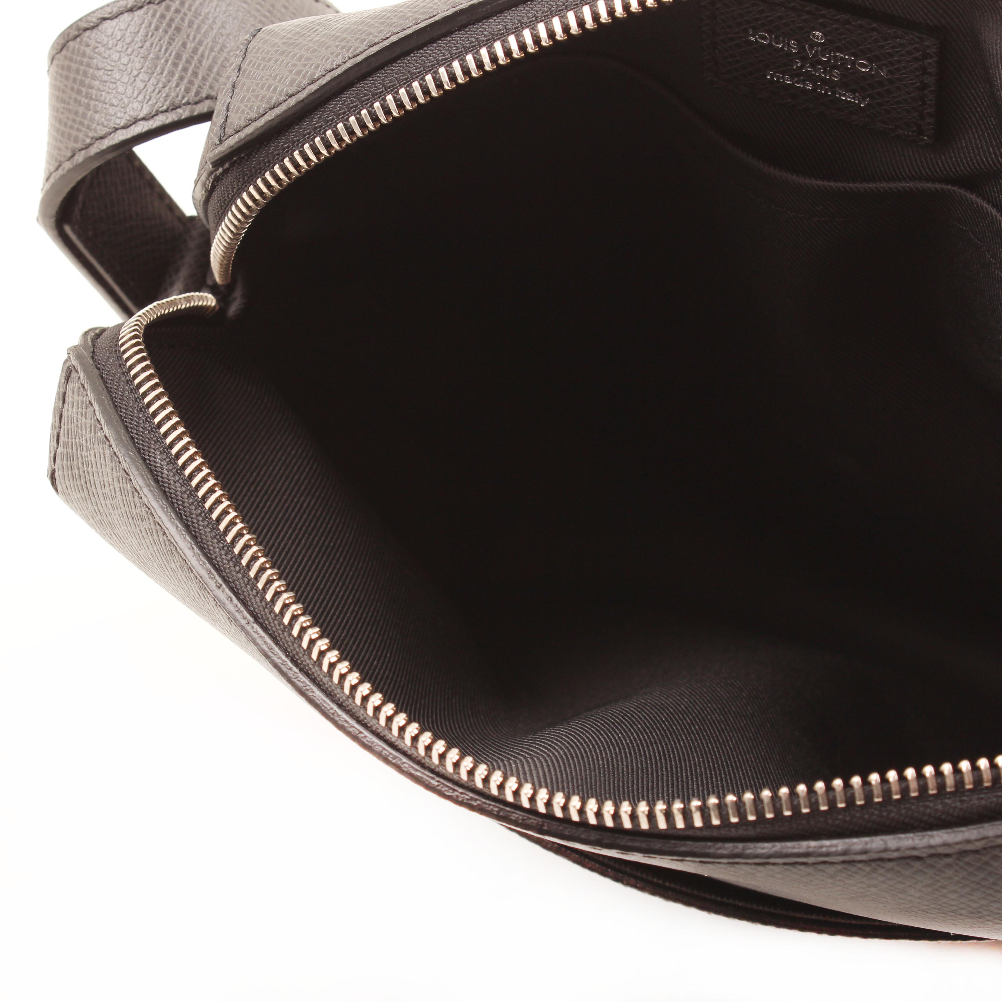 pochette louis vuitton grigori piel taiga ardoise interior