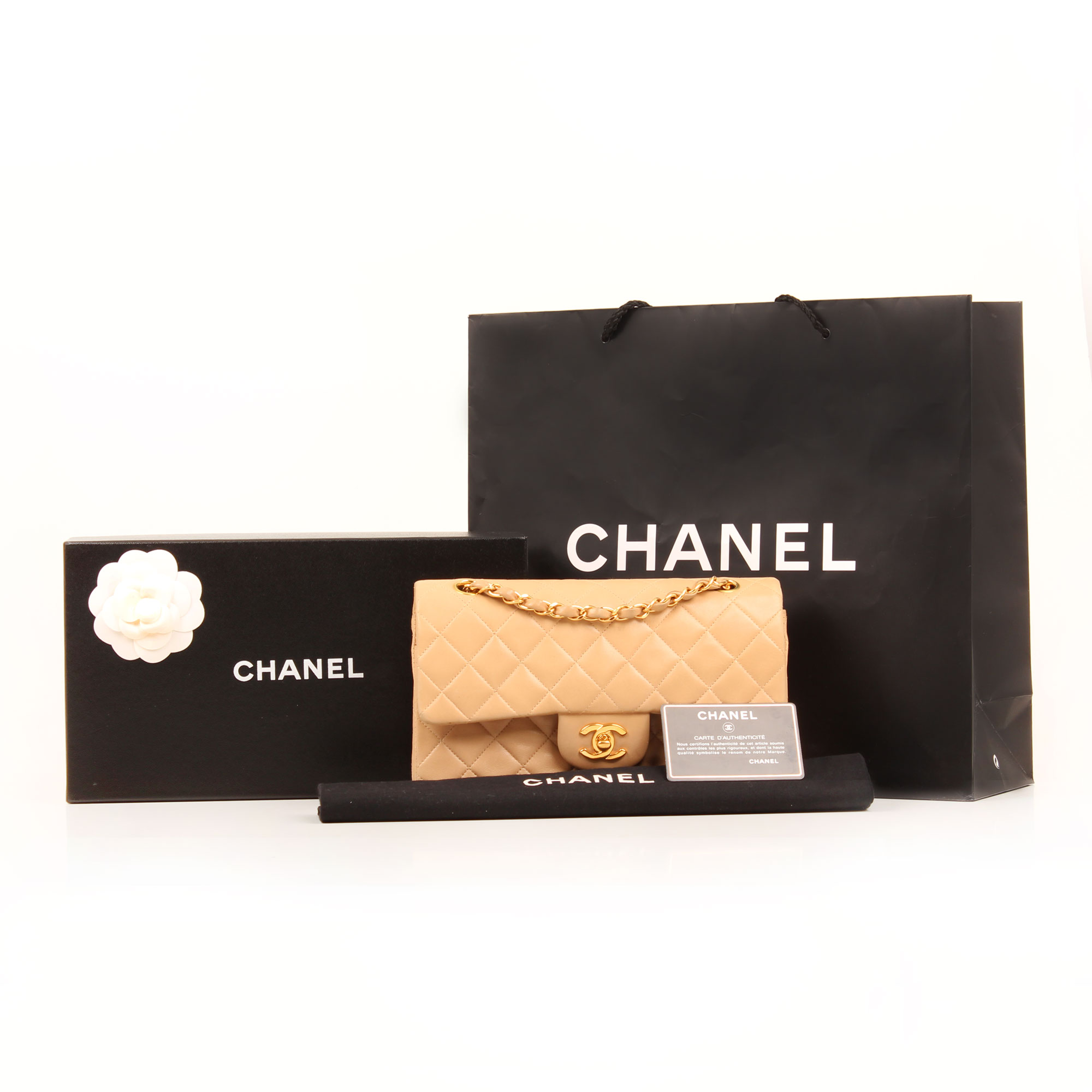 Imagen de los extras del bolso chanel classic double flap beige