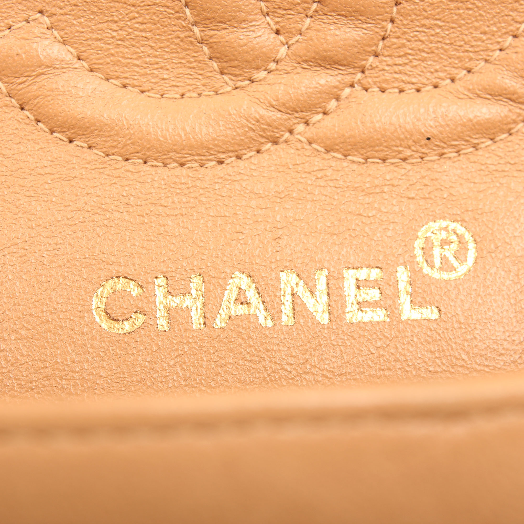Imagen de la marca del bolso chanel classic double flap beige