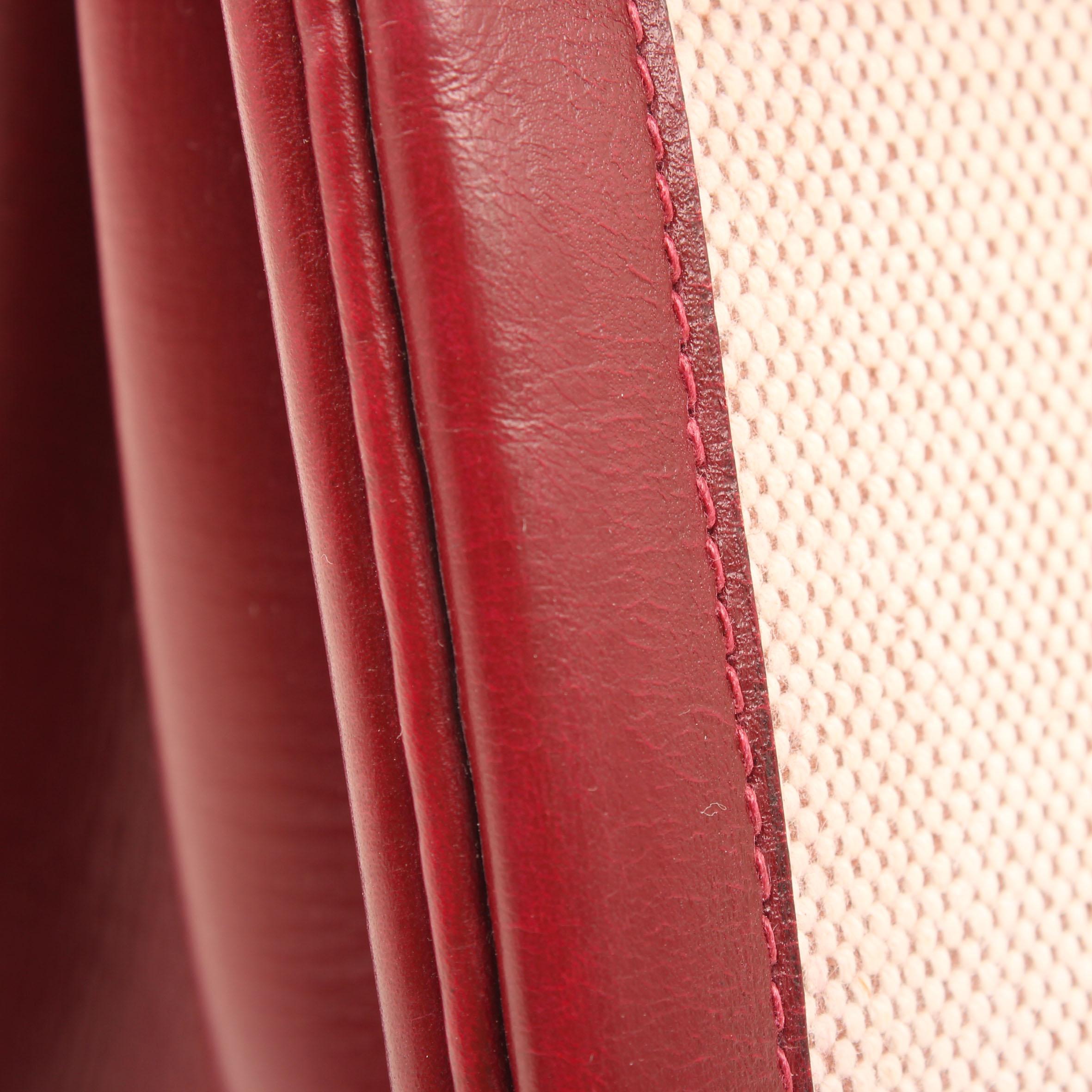 Imagen de detalle del bolso hermes kelly 28 canvas piel granate