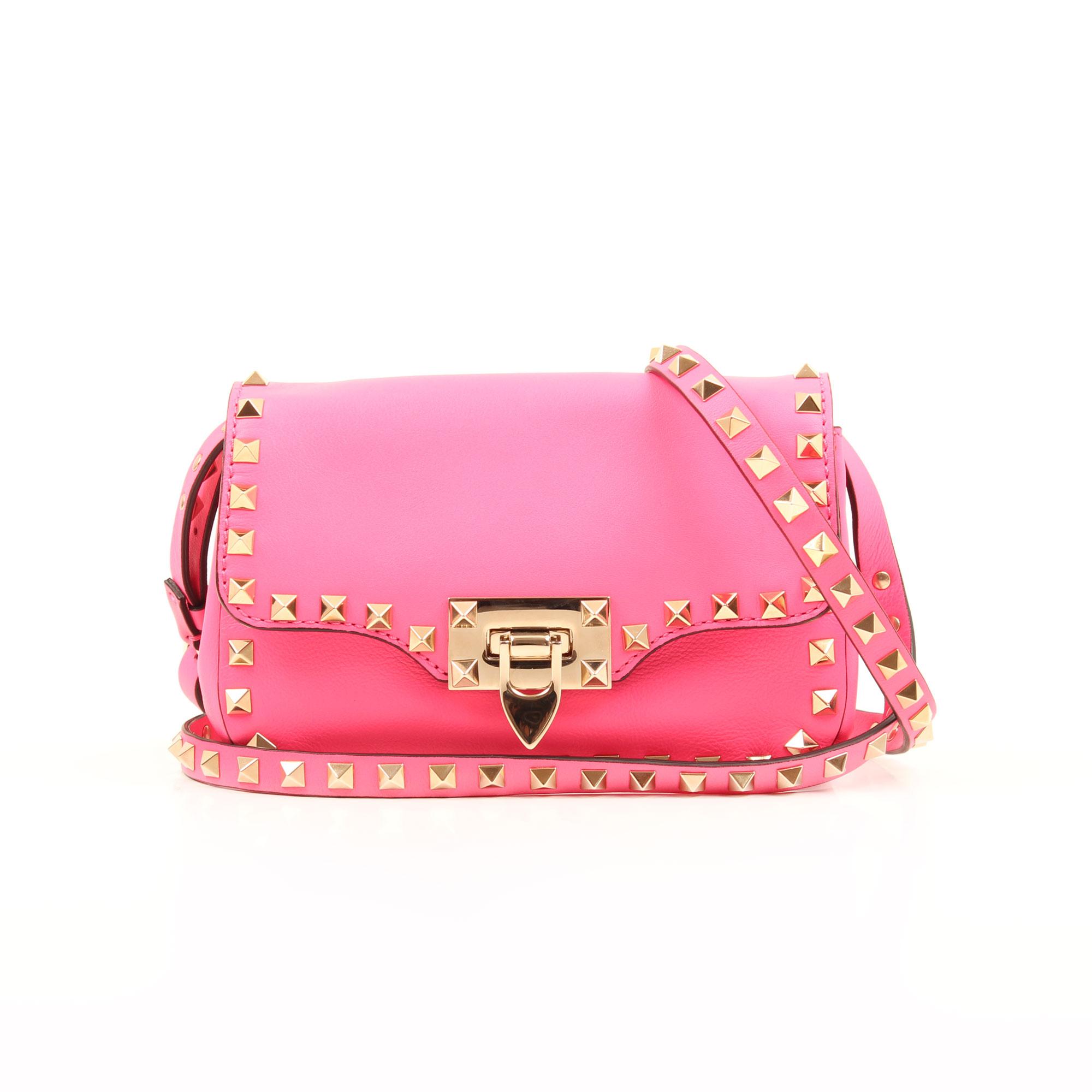 Imagen frontal del bolso valentino mini rockstud rosa