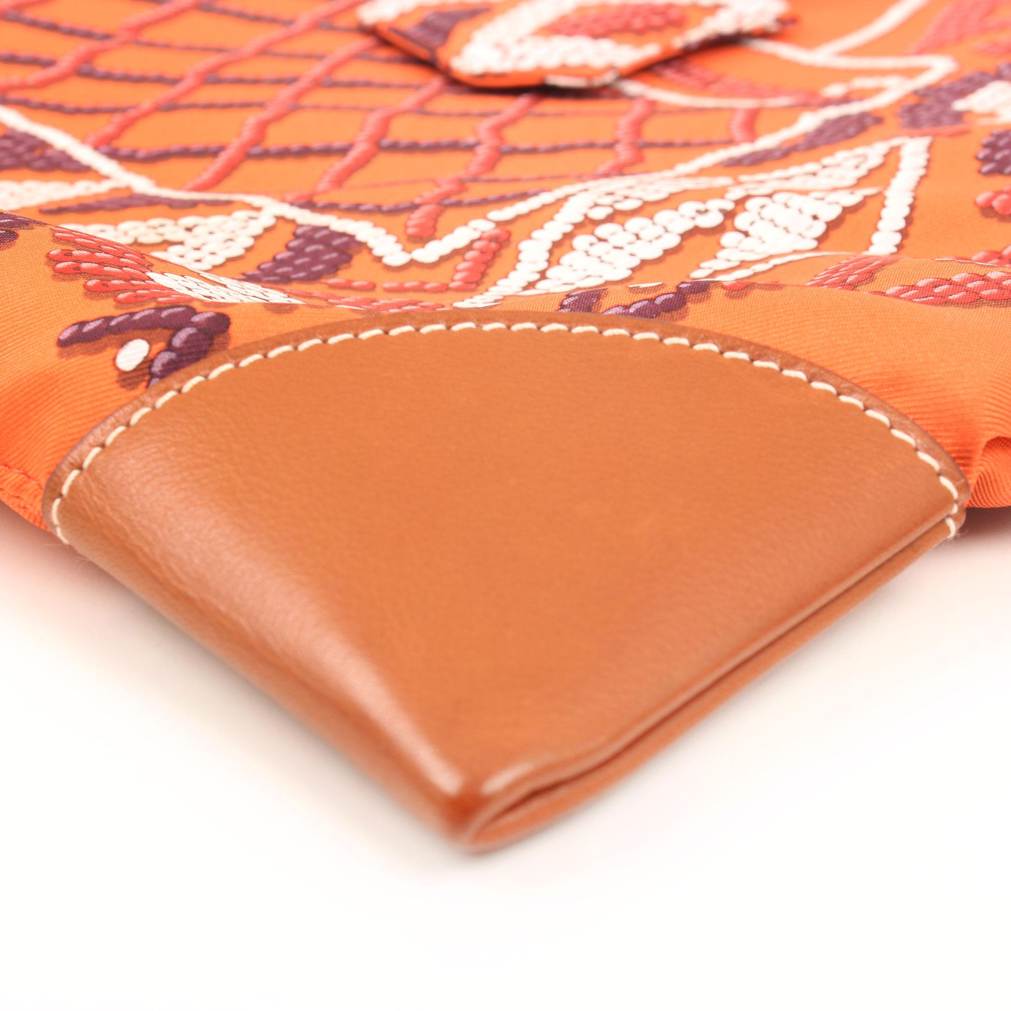 Imagen del detalle de la piel del hermes bolsa silky city terre silk kelly perles