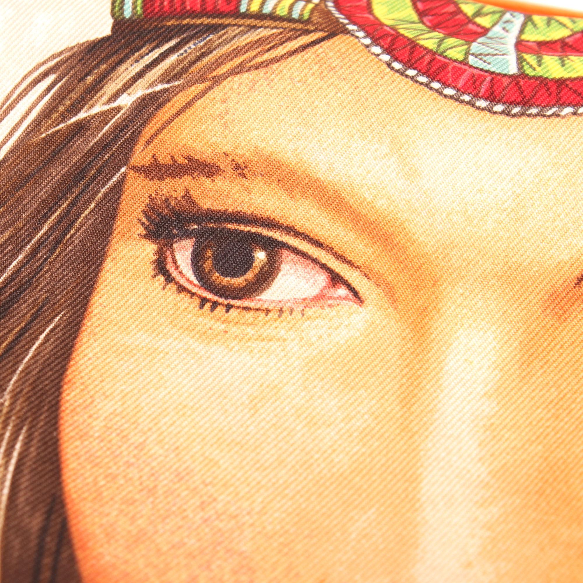 Imagen de detalle de la seda del carre de hermes de la princesa wakoni amarillo verde rojo detalle ojo