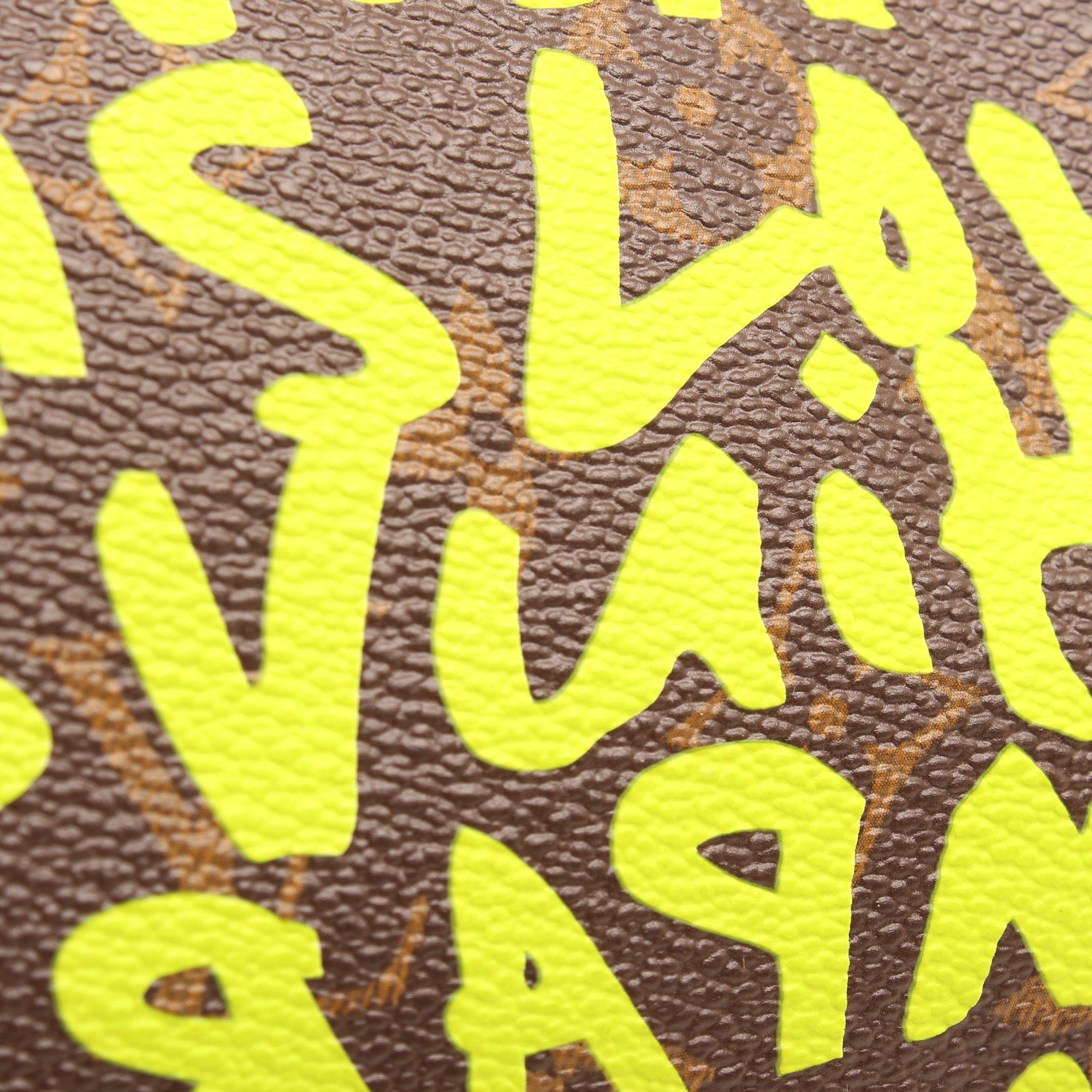 Imagen de detalle de la lona del bolso louis vuitton speedy 30 graffiti verde