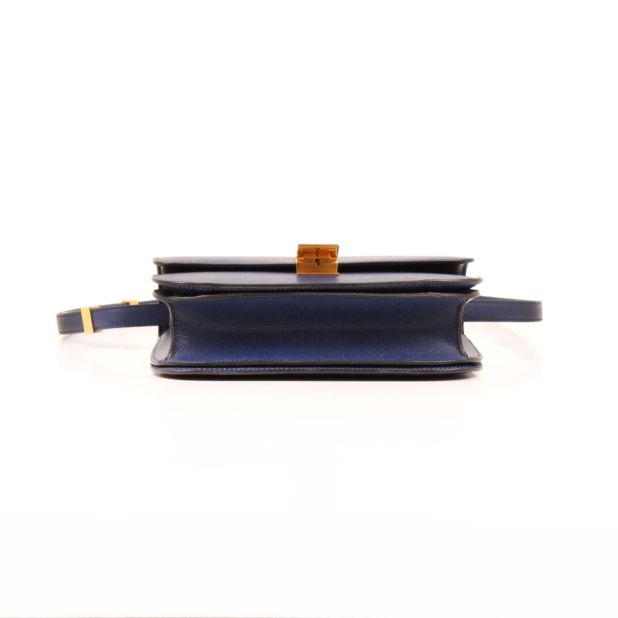 Imagen de la base del bolso celine box bag azul