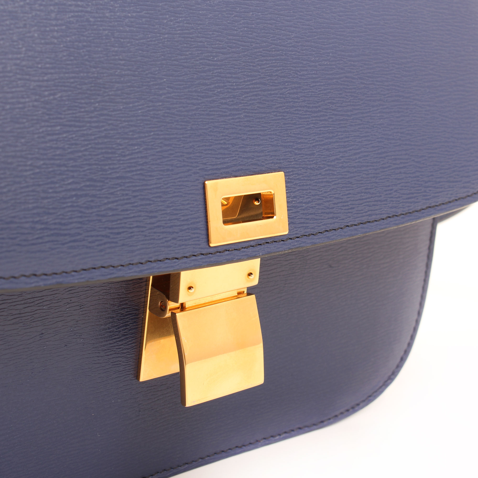 Imagen del cierre del bolso celine box bag azul detalle